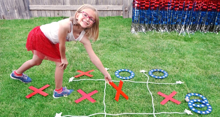 Tic-tac-toe Lawn Game